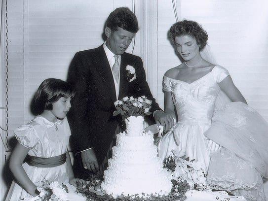 John F. Kennedy and Jacqueline cut the wedding cake