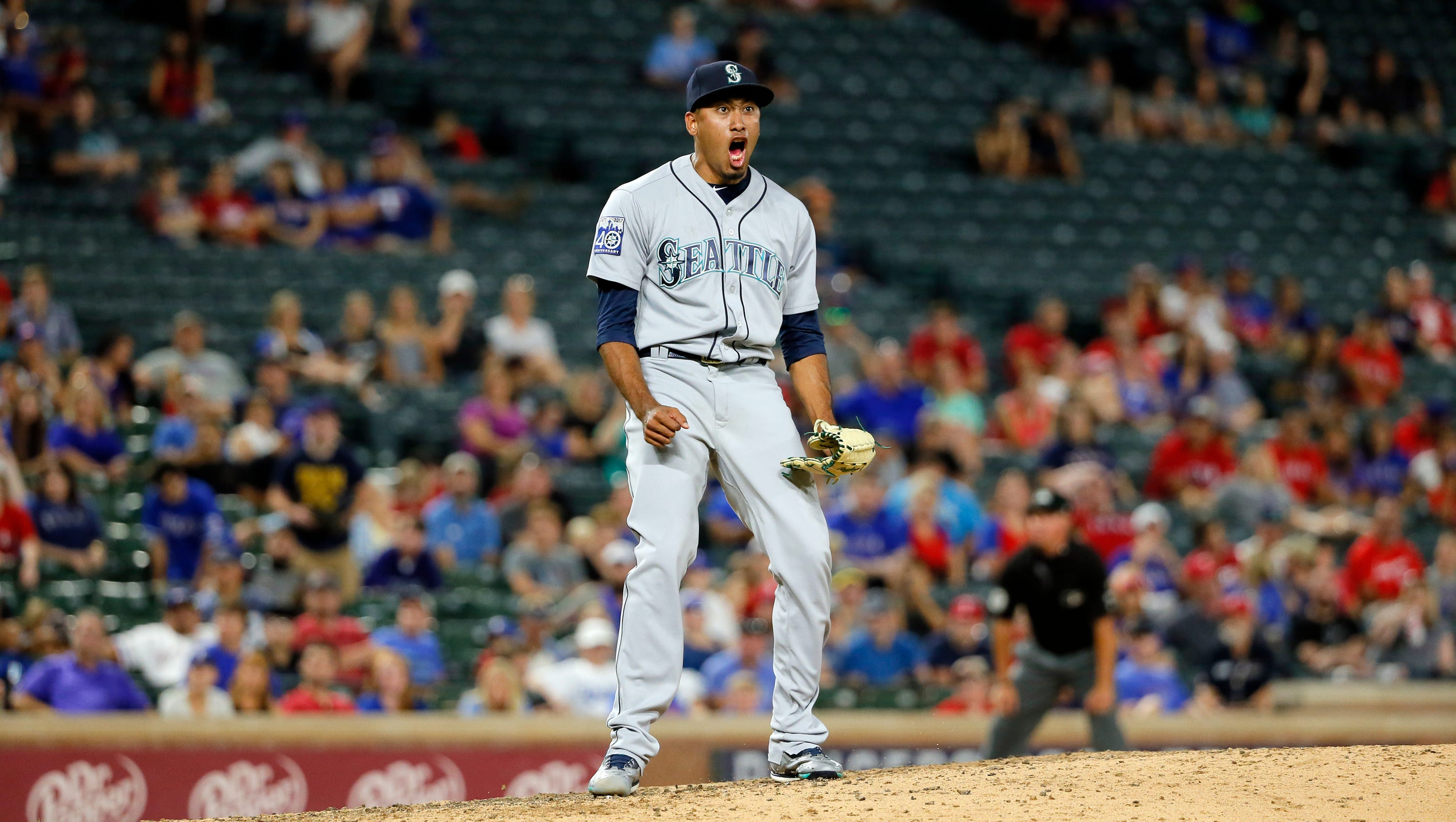 Mariners come back to beat Texas 6-4