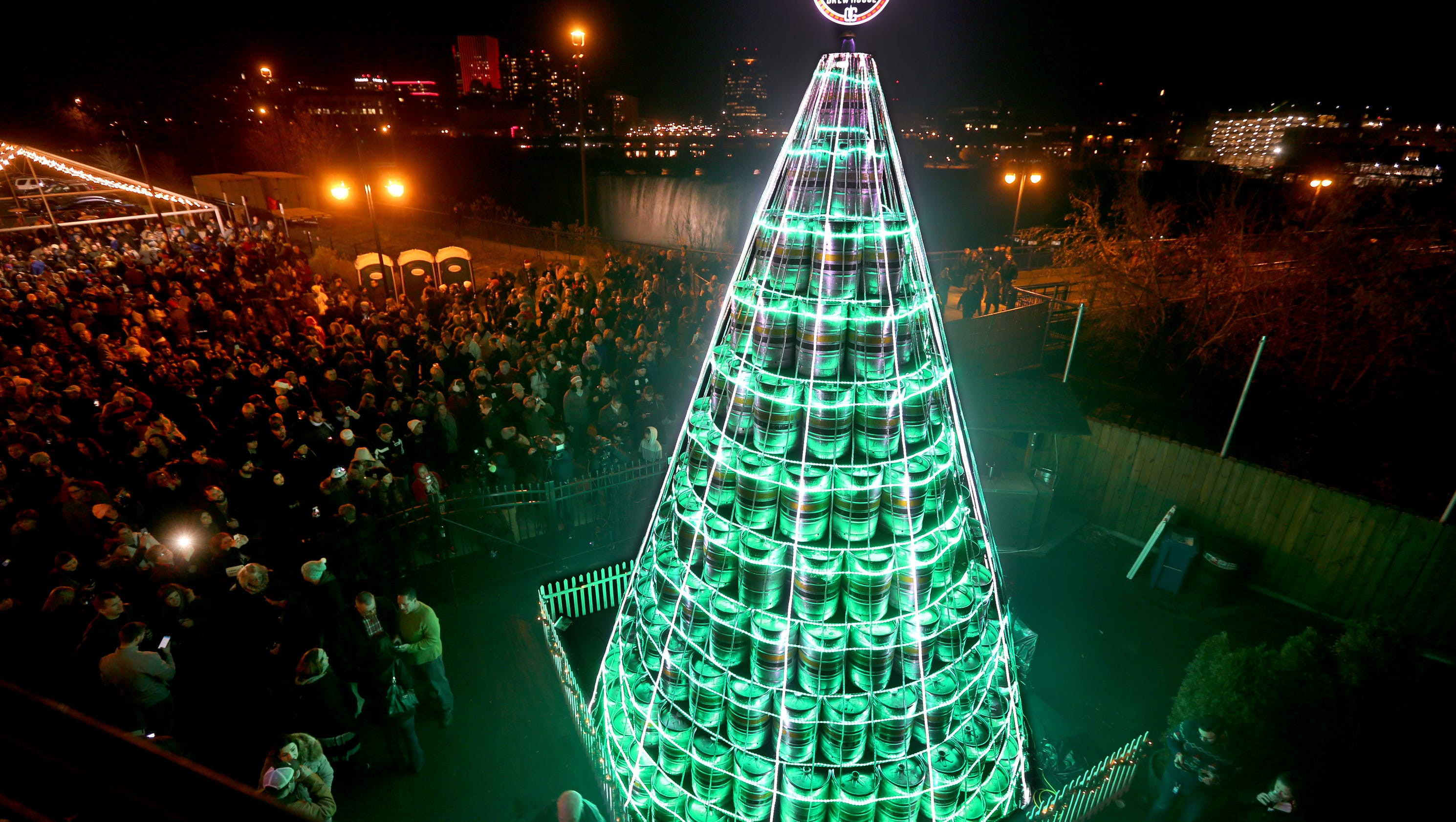 Genesee Christmas Keg Tree Lighting Draws Thousands