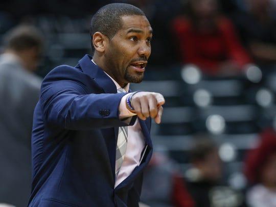 Butler Bulldogs head coach LaVall Jordan gets after