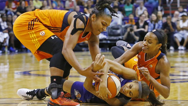 Connecticut Sun forward Alyssa Thomas (25) Phoenix Mercury guard Lindsey Harding (10) and Sun Jasmine Thomas fight for the ball during the second half of their WNBA game Wednesday, June 29, 2016 in Phoenix.