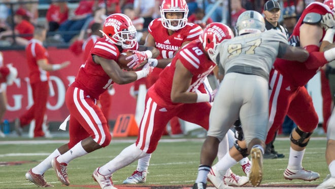 Quarterback Anthony Jennings hands off to Runningback Elijay McGuire as The Cajuns take on The Idaho Vandals at Cajun Field. November 5, 2016.