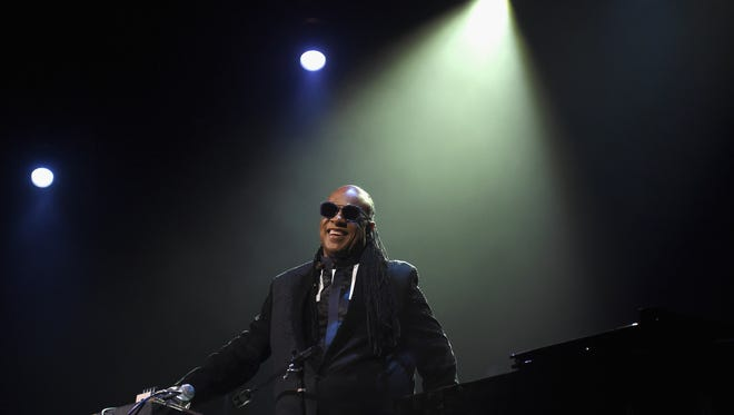 Stevie Wonder is planning a benefit concert for California wildfire victims.