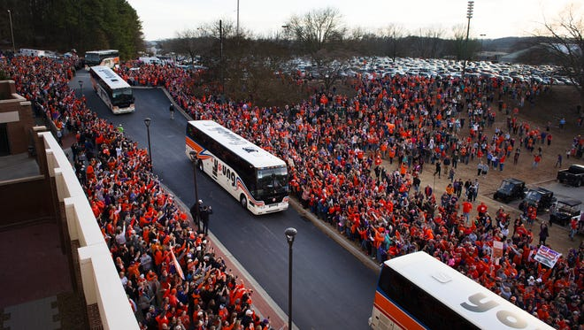 Clemson players arrive at Clemson Memorial Stadium from the National Championship on Tuesday, January 10, 2017.