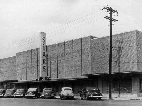 The Sears Roebuck building as seen in 1948.