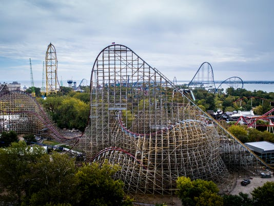 636609579130932560-Steel-Vengeance-with-coaster-skyline-behind.jpg