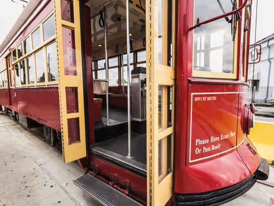 New Orleans streetcar ready for boarding.I invite you