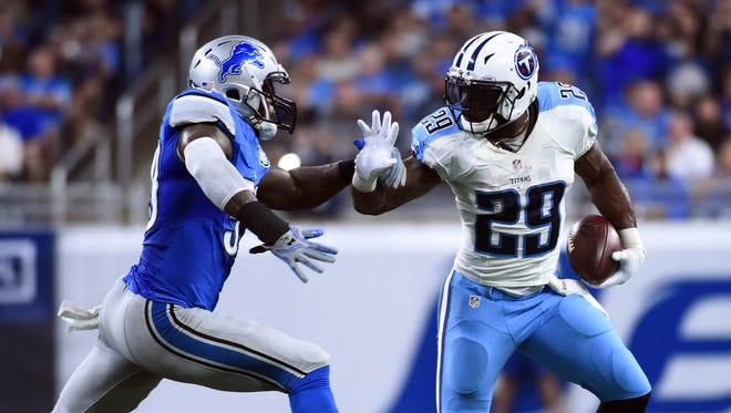 DeMarco Murray runs against Lions linebacker Tahir Whitehead at Ford Field on Sept. 18, 2016.