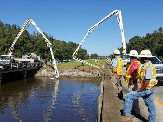 635802425717295911-Oct11-I-95-ConcretePouring02