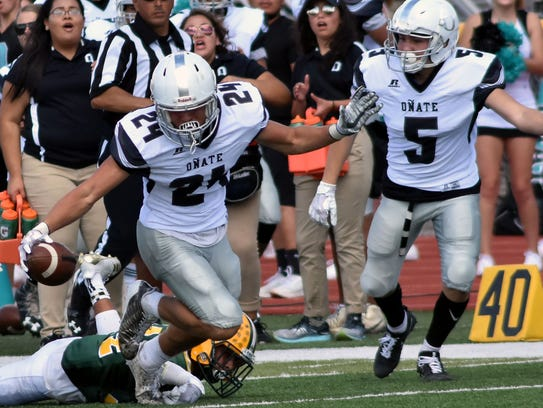 Oñate's Monroe Young (24) gets away from Mayfield tackler