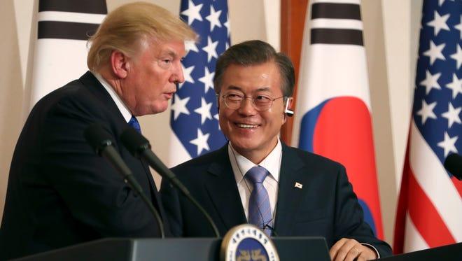El presidente Donald Trump junto a Moon Jae-in, presidente de Corea del Sur,