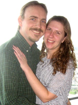 Kayla Heiner, of Glenville, and Philip Dehoff, of Spring Grove, announce their engagement.