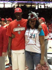 Tony Snell and mom Sherika Brown after New Mexico won the Mountain West Championship game.