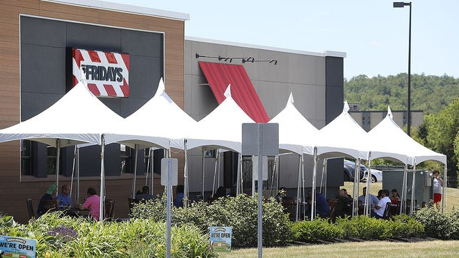 Outdoor dining under tents at TGI Fridays.  Outdoor dining in Braintree on Forbes Road on Thursday June 18, 2020 Greg Derr/The Patriot Ledger