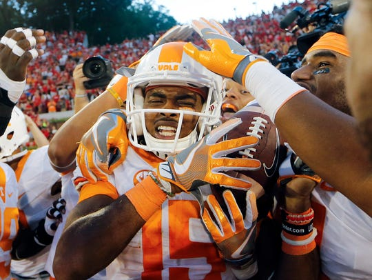 Tennessee wide receiver Jauan Jennings (15) is mobbed