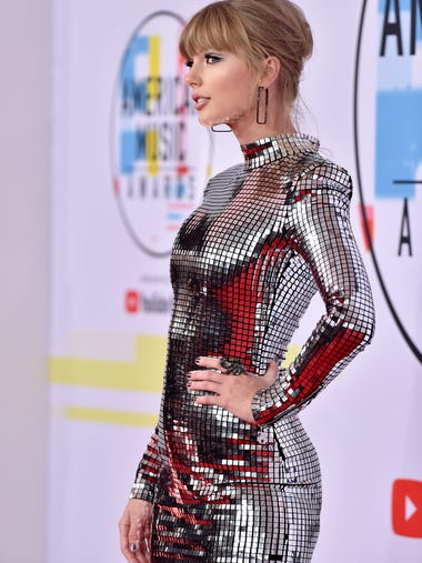 Taylor Swift glimmered in Balmain at the 2018 American
