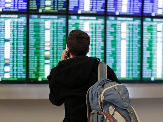 AP BIG SNOWSTORM AIRLINES A WEA USA CA