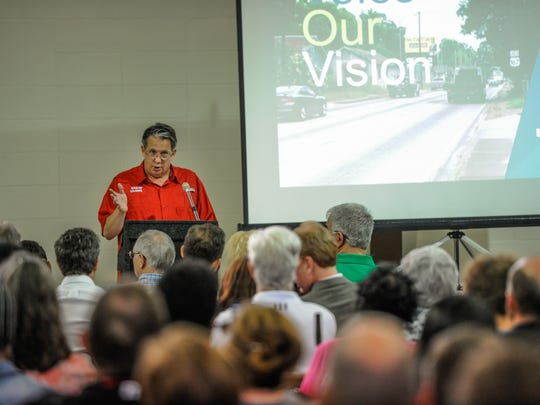 Joel Robideaux welcomes citizens to meeting to unveil and explain high-quality plans and renderings of the corridor based on a week of feedback from the Public Charrette Week.