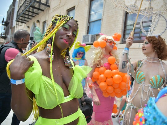 Mermaid Parade, Lincoln's Bible, District 12: News from around our 50 states