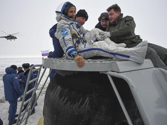 TOPSHOT-KAZAKHSTAN-SPACE-ISS-RUSSIA-US-LANDING