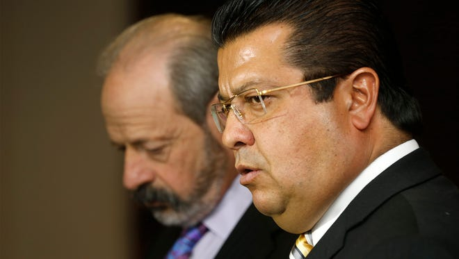 Former El Paso Mayor Oscar Leeser, at left, and Juárez Mayor Armando Cabada in January.