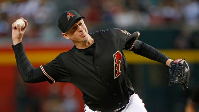 Diamondbacks' Brad Ziegler (29) pitches in relief against the Pirates at Chase Field in Phoenix, AZ on April 24, 2015.