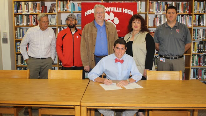 Hendersonville senior Scott Mew has signed with the Union (Ky.) soccer and track programs.