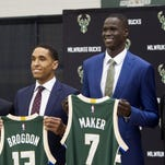 From left to right, Milwaukee Bucks general manager John Hammond, second round pick Malcolm Brogdon, first round pick Thon Maker and head coach Jason Kidd pose for a photo as the players hold up their Bucks jerseys during their introductory news conference, Friday, June 24, 2016, at the Milwaukee Bucks training facility, in St. Francis, Wis. (Sam Caravana/Milwaukee Journal-Sentinel via AP) MANDATORY CREDIT