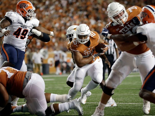 Texas running back Chris Warren III (25) rushes for