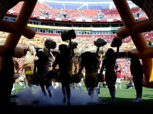 Redskins_Cheerleaders_Football_94674.jpg