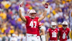 Badgers linebacker Vince Biegel fires up the crowd