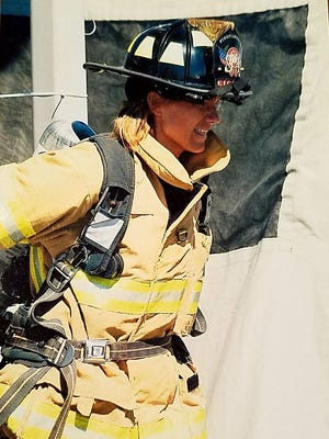 Milwaukee Fire Lt. Kristin Ciganek-Schroeder died at age 47 of cancer.