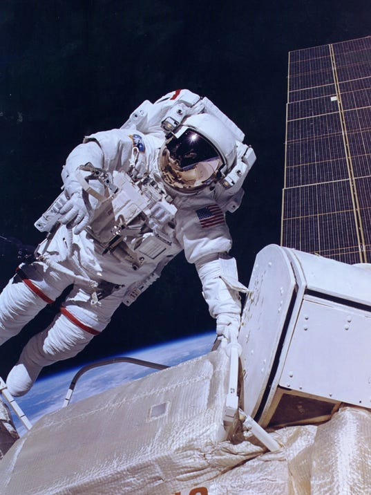 jerry ross spacewalk.jpg
