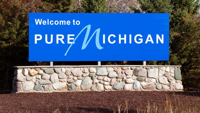 A welcome sign at the Michigan state line.