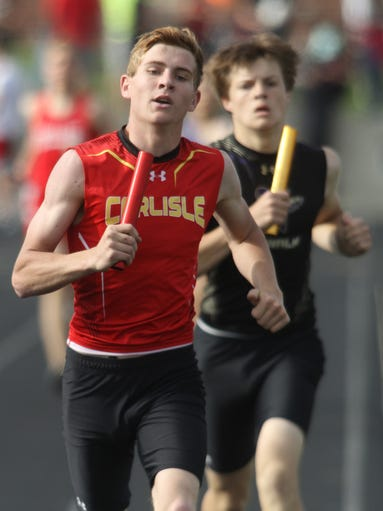 Carlisle's Cutler Palar runs the first leg of the 4x800-meter