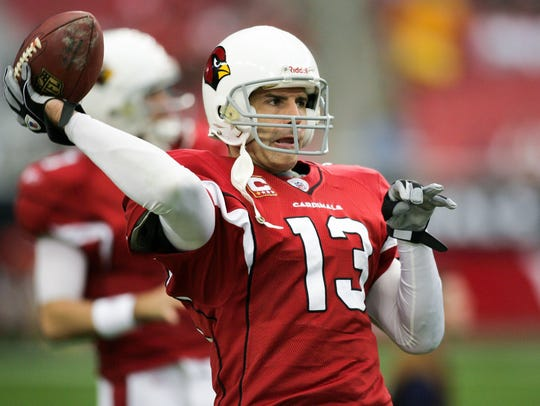 Cardinal's quarterback Kurt Warner warms up prior to