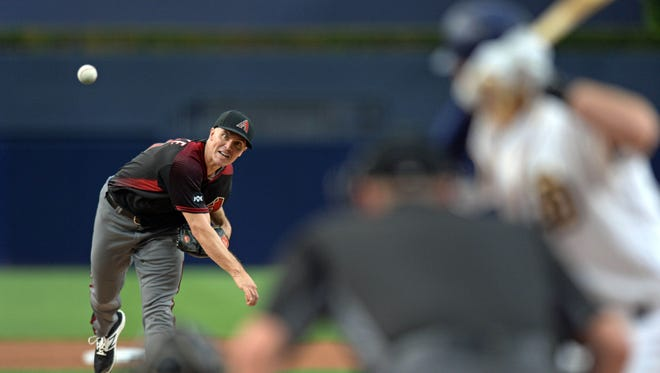 Arizona Diamondbacks starting pitcher Zack Greinke (21) pitches during the first inning against the San Diego Padres at Petco Park, Sept. 21, 2016 in San Diego.