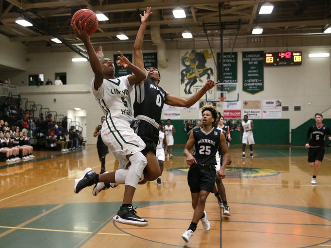 Lincoln's Tionne Rollins makes a layup over Navarre's