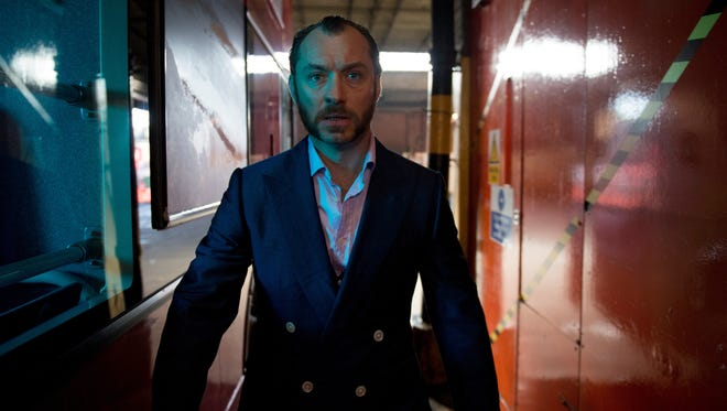 Dom Hemingway (Jude Law) is a loose-cannon safecracker who has been released from jail after 12 years and is trying to put his life back together.