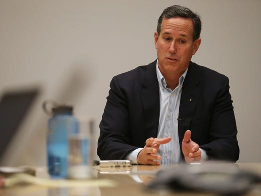 Presidential hopeful Rick Santorum meets with the Des