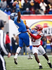Memphis receiver Phil Mayhue (left) can not haul in