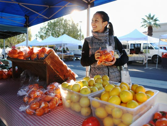 Chef Tara Lazar at the Palm Springs Farmers Market