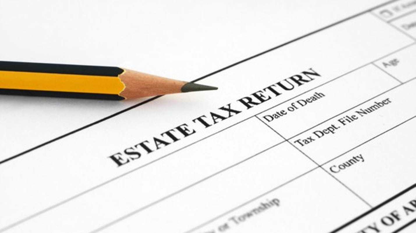 estate tax The tax policy center estimates that some 11,020 individuals dying in 2017 will leave estates large enough to require filing an estate tax return (estates.