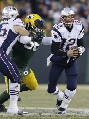 New England Patriots' Tom Brady scrambles during the first half of an NFL football game against the Green Bay Packers Sunday, Nov. 30, 2014, in Green Bay, Wis. (AP Photo/Tom Lynn)