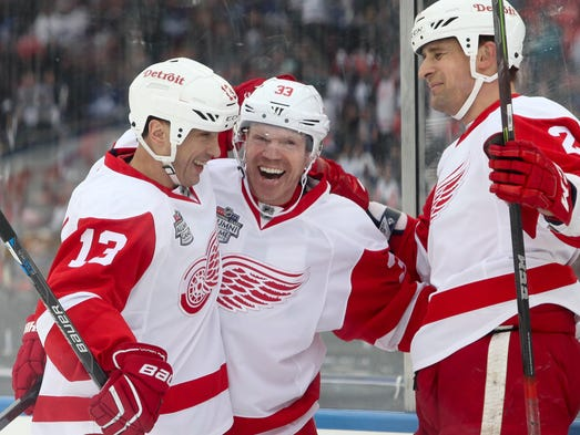 Kris Draper, center, celebrates what would be his game-winning