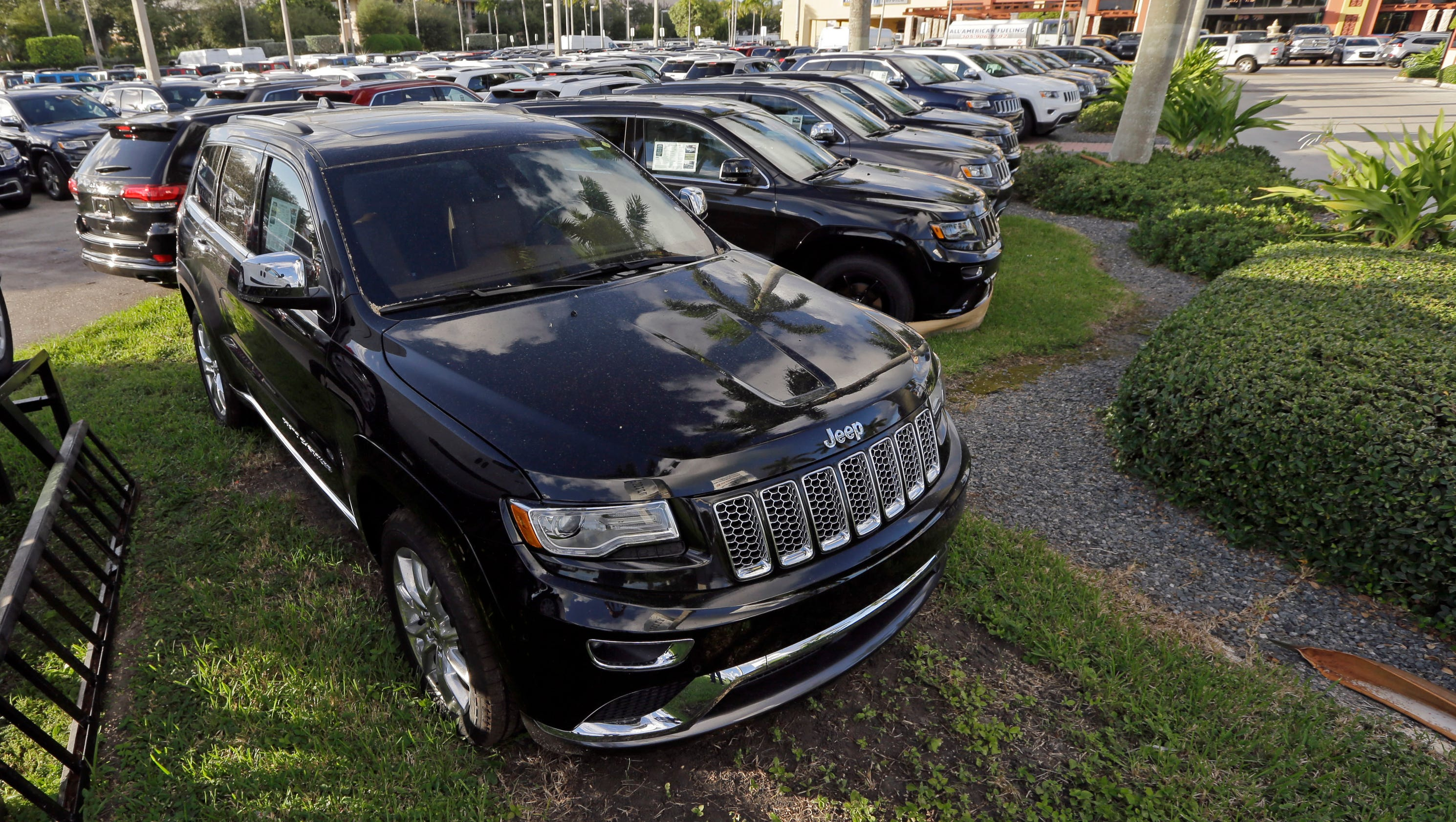 No recall sought as U.S. closes probe of Jeep automatic braking