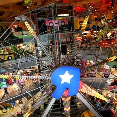 Mitch Albom: Toys 'R' Us closing makes Parents 'N Us nostalgic