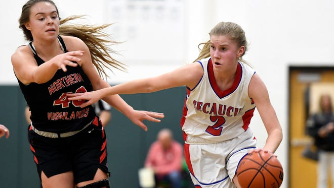 Junior forward Lindsey Mack scored 22 points, including four three-pointers, to help lift third-seeded Secaucus to a 76-50 victory over No. 1 Marist in the Hudson County championship game on Saturday.