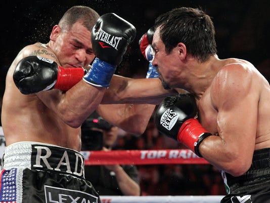 Marquez defeats Alvarado in slugfest at L.A. Forum