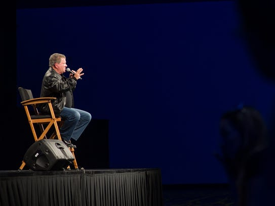 William Shatner speaks to the crowd during the Wizard